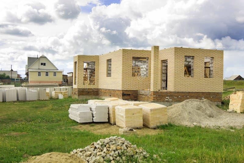 HOME sob a construção fotografia de stock