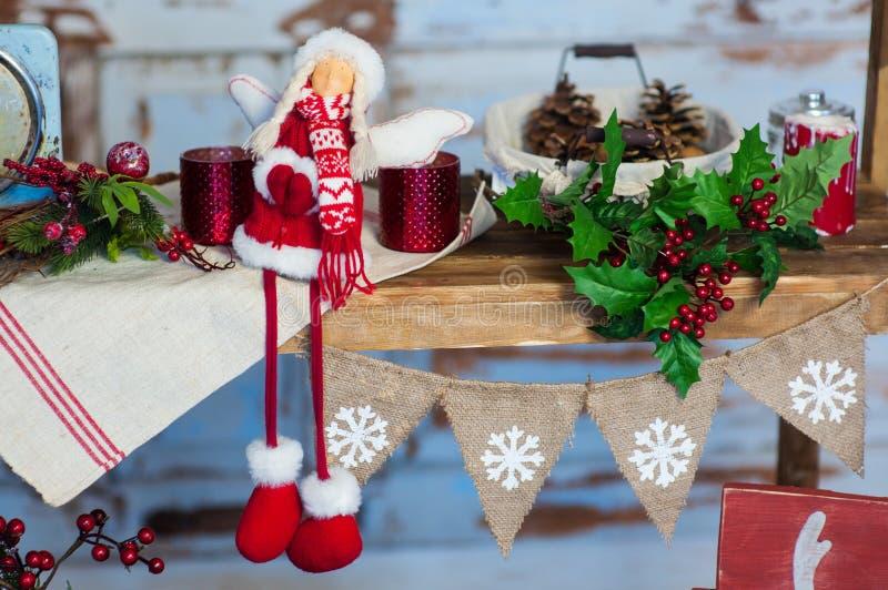 home sweet Białe Boże Narodzenie wystrój na rocznika naturalnym drewnianym tle zdjęcia royalty free