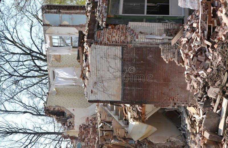 HOME velha nas ruínas fotografia de stock