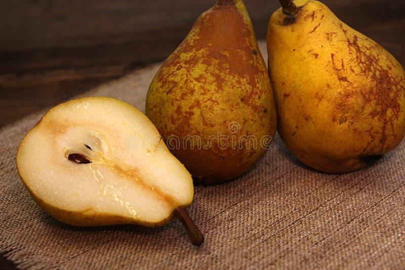 Homegrown αχλάδια από τον αγροτικό κήπο στοκ εικόνα