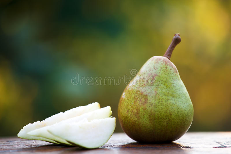 how to cut a pear into slices