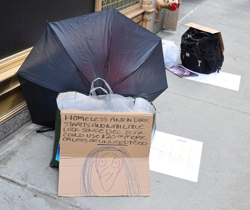 Homeless man at 5th Avenue in Midtown Manhattan stock photography
