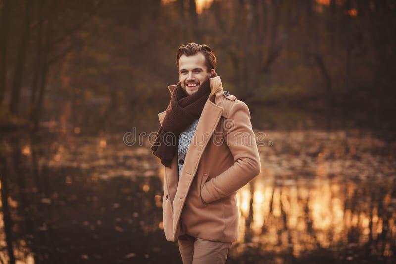 Homem à moda novo com barba fotos de stock royalty free