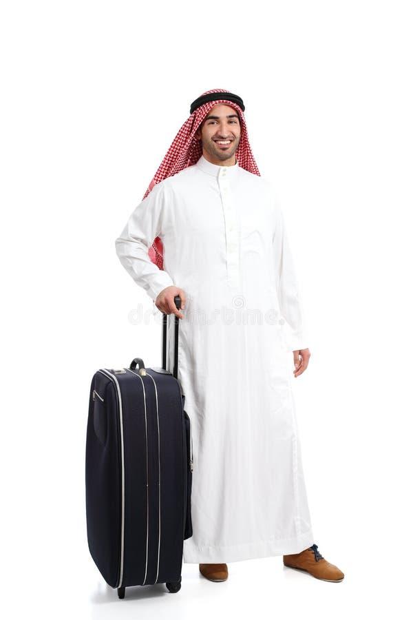 Homem árabe do saudita do viajante que espera com uma mala de viagem imagens de stock royalty free