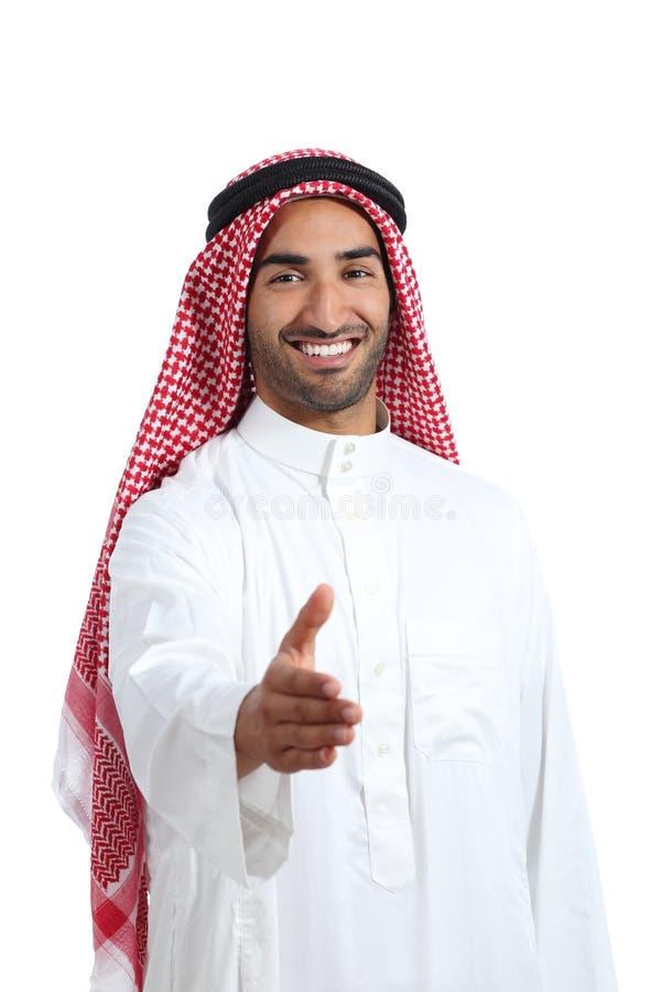 Homem árabe dos emirados do saudita pronto ao aperto de mão foto de stock