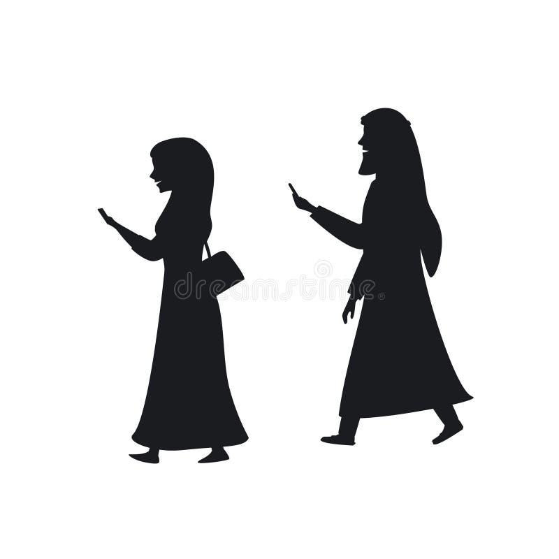 Homem árabe e mulher que andam com silhuetas dos smartphones ilustração stock