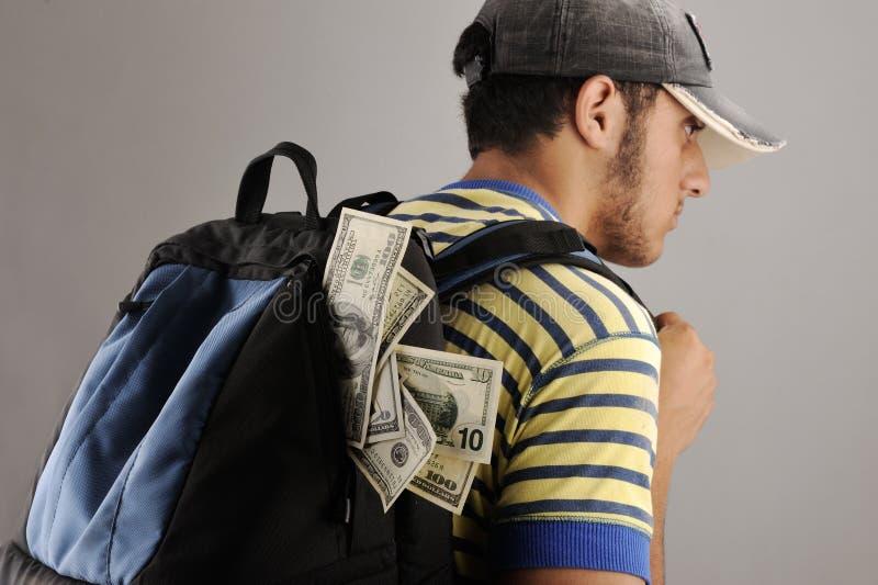 Homem árabe novo com a trouxa com dinheiro imagens de stock