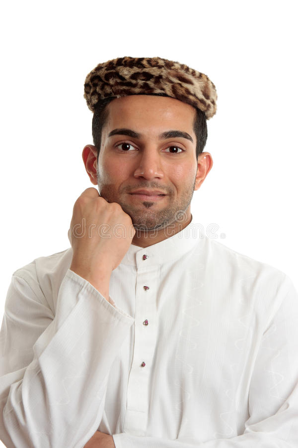 Homem étnico feliz que desgasta a roupa tradicional imagem de stock