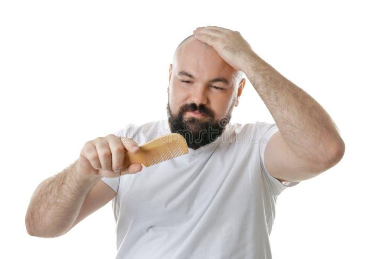 Homem adulto calvo com pente fotografia de stock