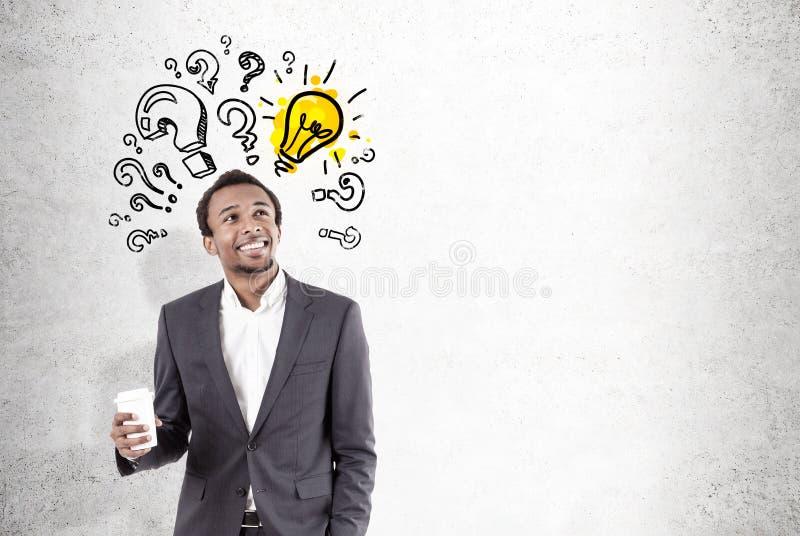 Homem africano, ampola e perguntas, concretos fotografia de stock royalty free