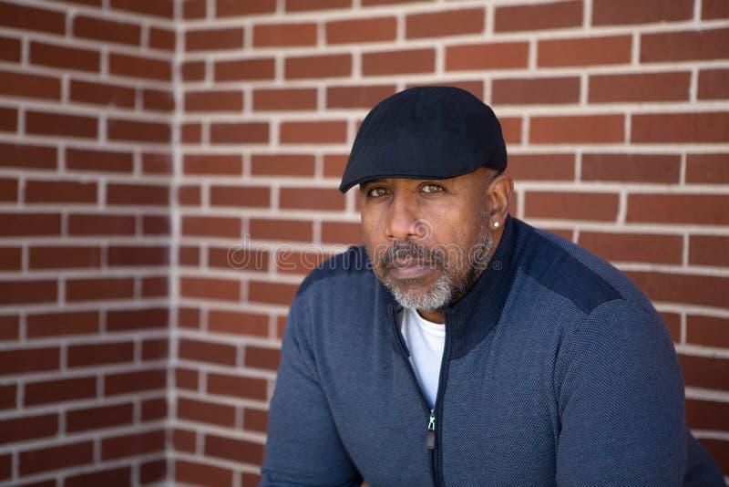 Homem afro-americano maduro com um olhar sério foto de stock royalty free