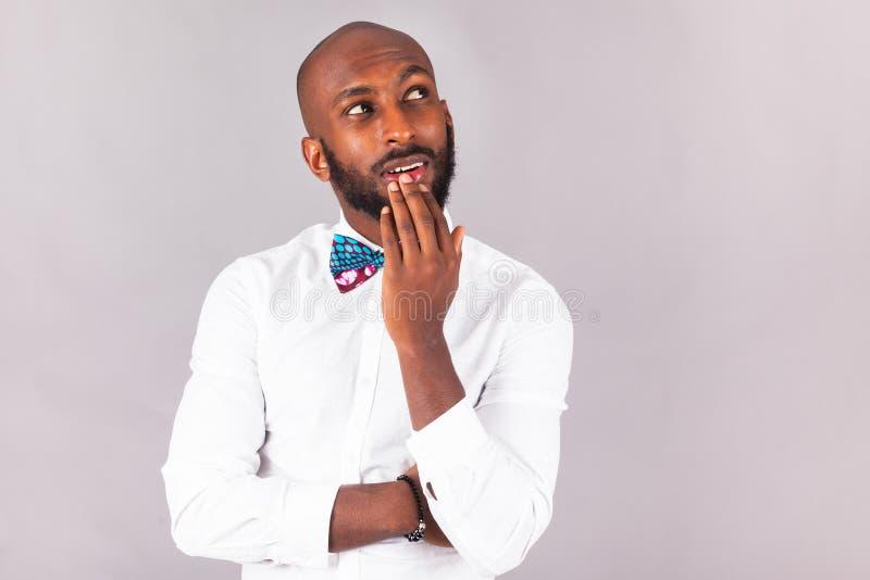 Homem afro-americano que veste um laço de Tradional fotografia de stock