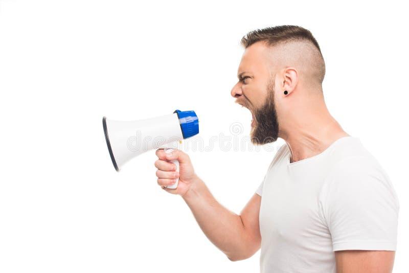 Homem agressivo novo do og do retrato que usa o megafone, foto de stock royalty free