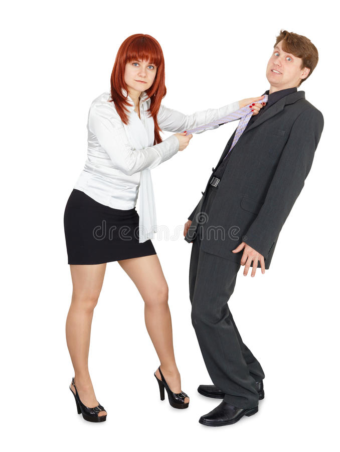 Homem amedrontado nas mãos da mulher irritada imagem de stock