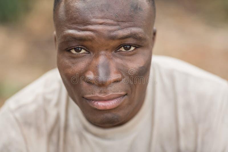 Homem apto no campo de treinos de novos recrutas fotografia de stock