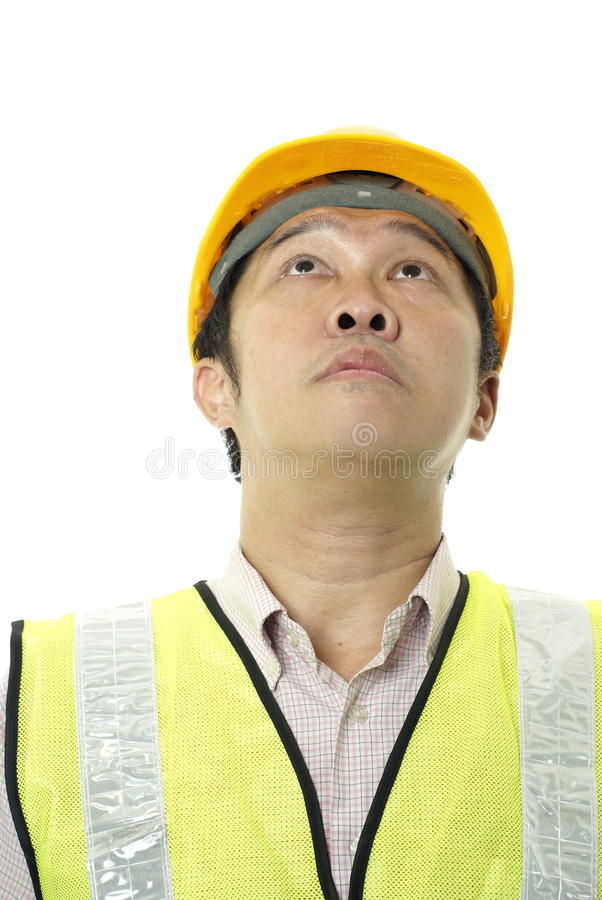 Homem asiático da construção que olha acima imagem de stock royalty free
