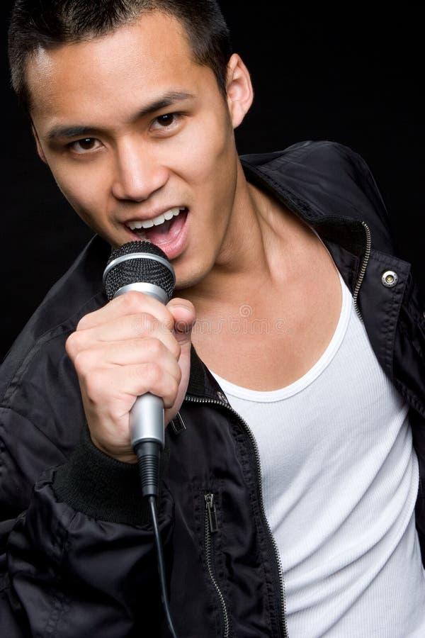 Homem asiático de canto imagens de stock royalty free