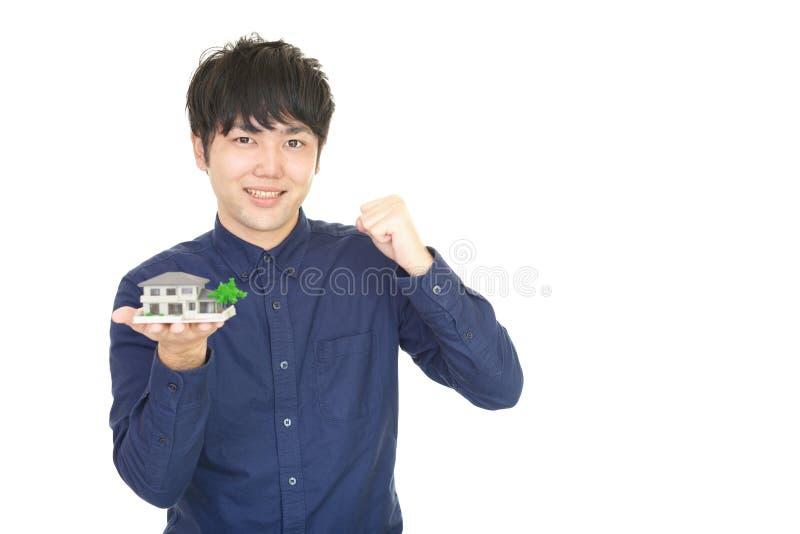 Homem asiático de sorriso fotografia de stock