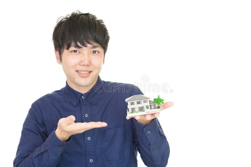 Homem asiático de sorriso imagens de stock
