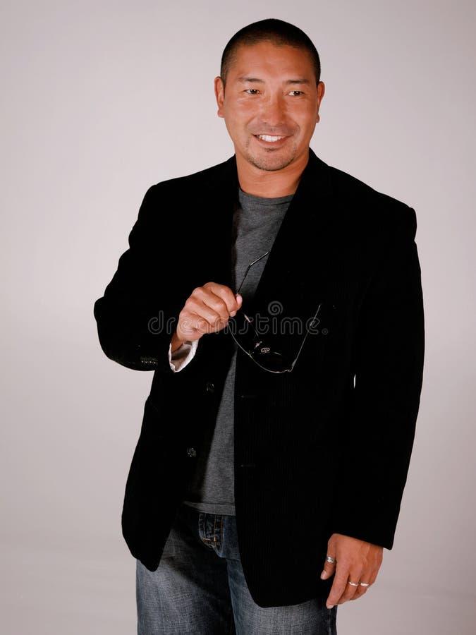 Homem asiático de sorriso atrativo imagem de stock