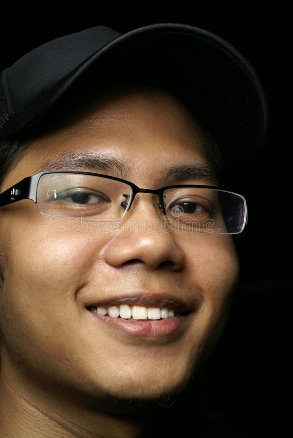 Homem asiático de sorriso dos jovens imagem de stock