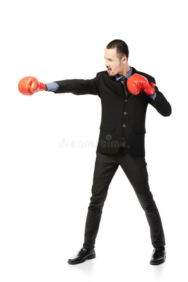 Homem asiático do negócio pronto para lutar com luvas de encaixotamento imagem de stock royalty free