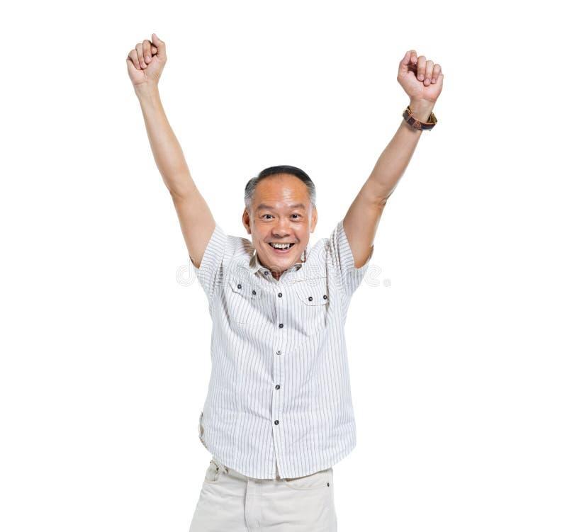 Homem asiático idoso alegre que comemora fotografia de stock royalty free