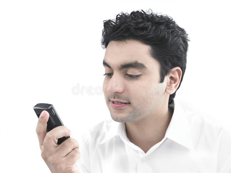 Homem asiático que olha sua pilha imagem de stock royalty free