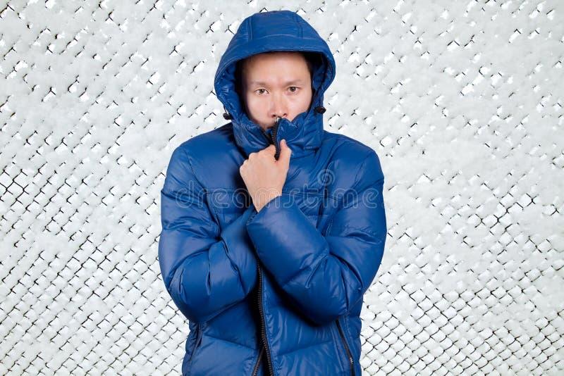 Homem asiático triste no azul imagens de stock royalty free