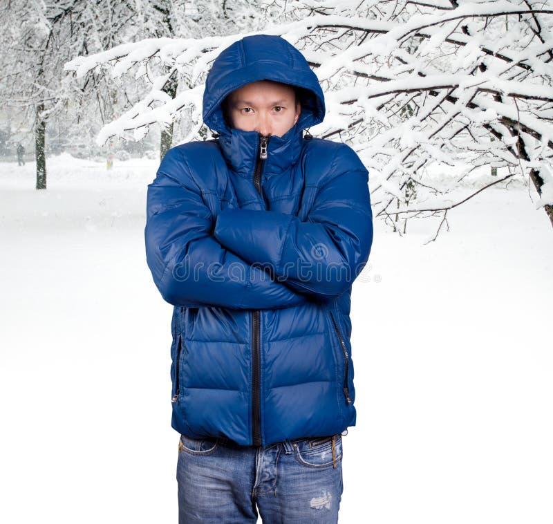 Homem asiático triste no azul fotografia de stock