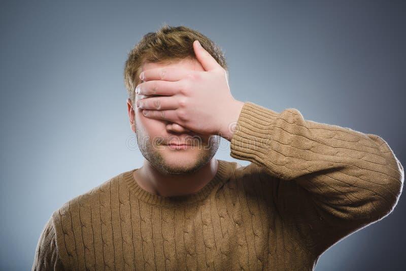 Homem assustado e chocado do close up Expressão humana da cara da emoção fotografia de stock