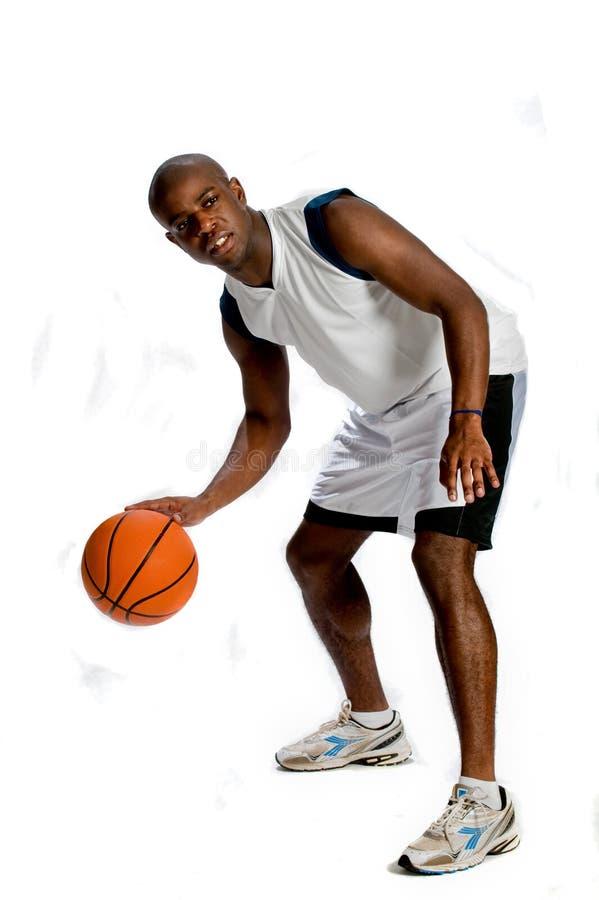 Homem atlético com basquetebol fotos de stock
