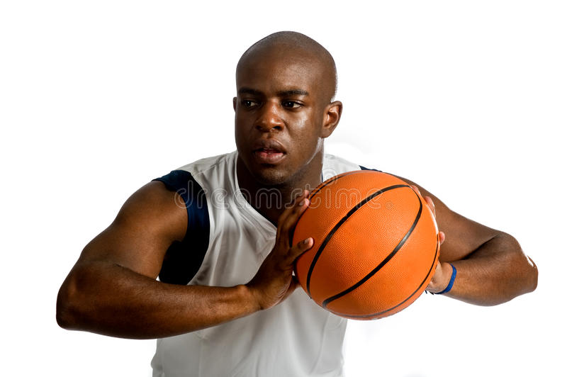 Homem atlético com basquetebol fotos de stock royalty free
