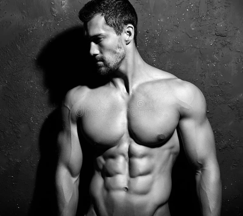 Homem atlético considerável saudável forte imagem de stock
