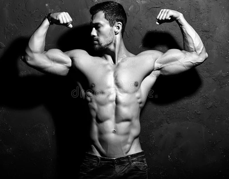 Homem atlético considerável saudável forte fotografia de stock