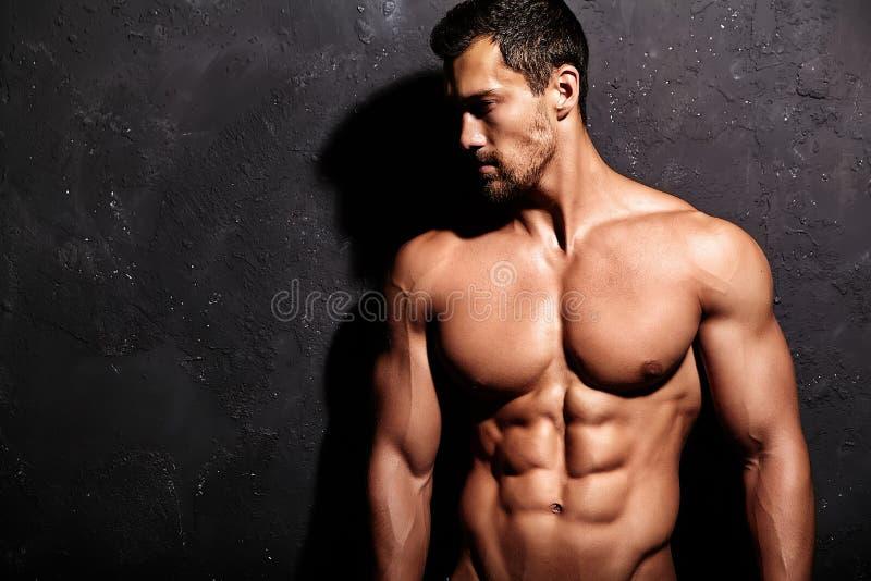 Homem atlético considerável saudável forte fotos de stock