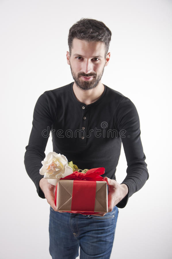 Homem atrativo com presente fotos de stock