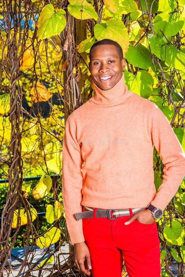 Homem Autumn Casual Fashion em New York imagens de stock