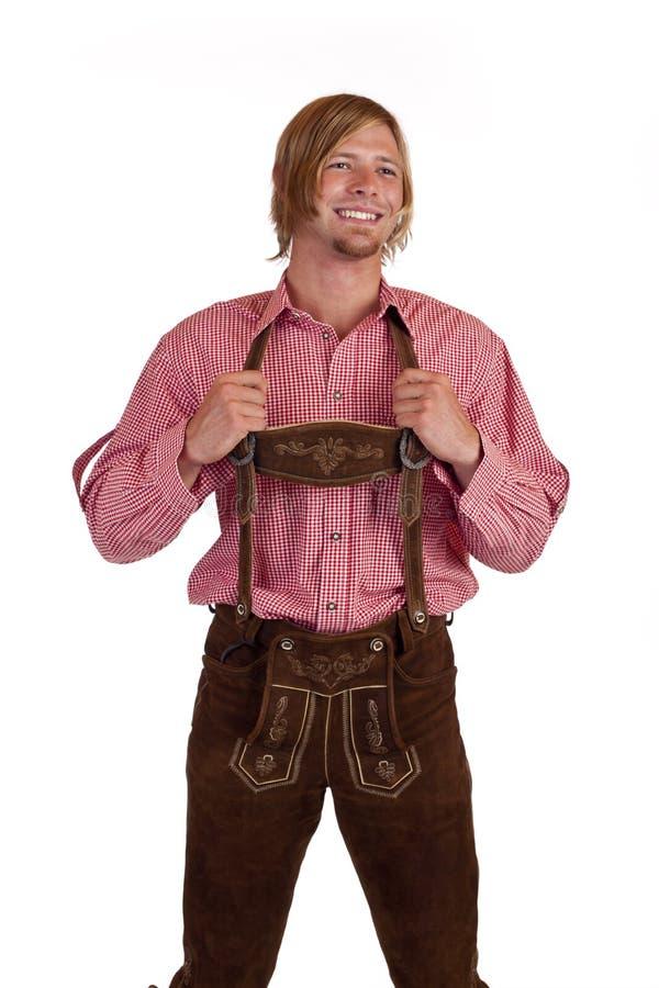 Homem bávaro com as calças de couro as mais oktoberfest (le fotografia de stock royalty free