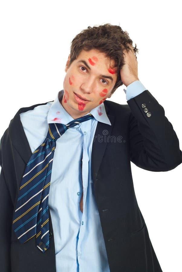 Homem beijado incomodado foto de stock