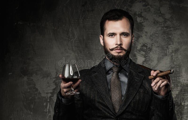 Homem bem vestido considerável fotos de stock