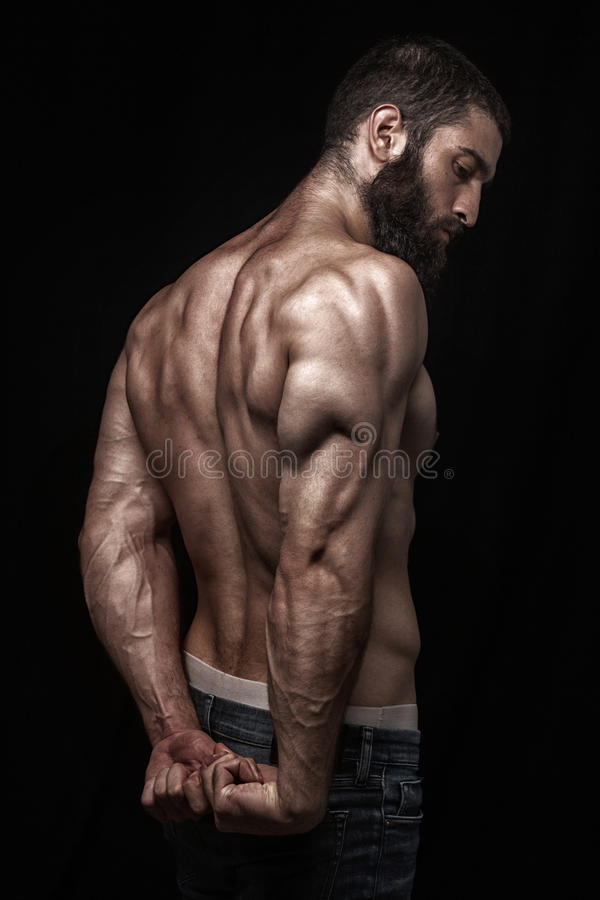 Homem berdy atlético forte fotografia de stock