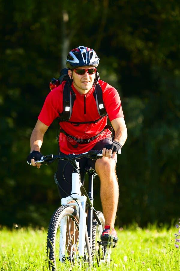 Homem Biking imagens de stock