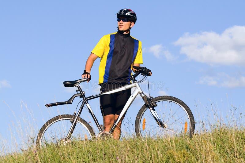 Homem Biking fotografia de stock royalty free