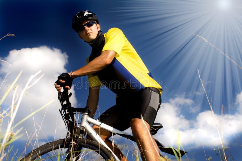 Homem Biking foto de stock royalty free