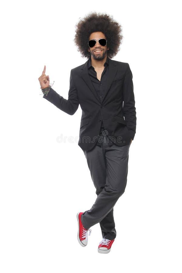 Homem bonito na frente de um fundo branco que faz expressões fotografia de stock