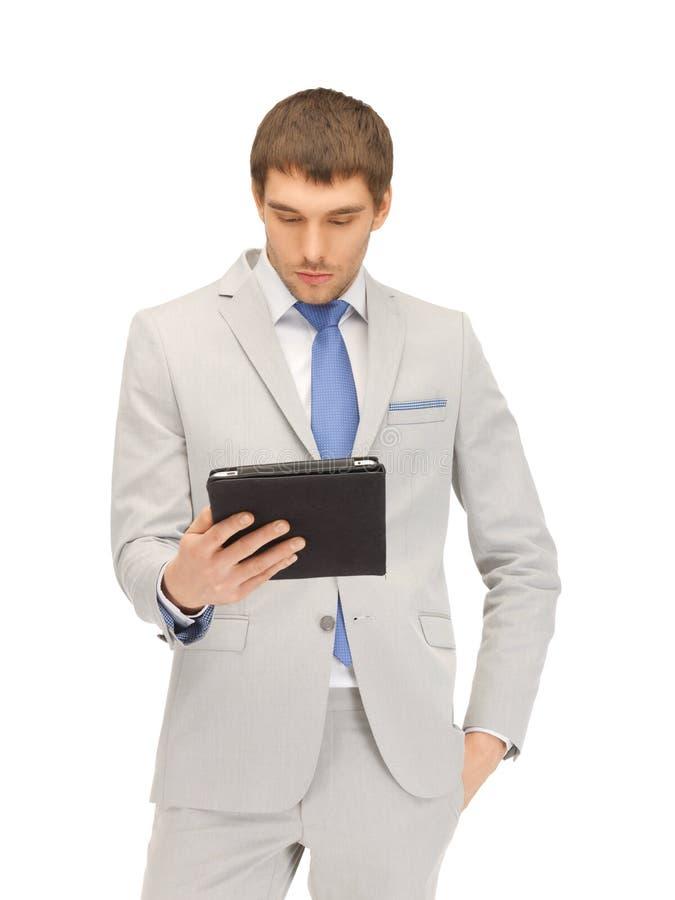 Homem calmo com o computador do PC da tabuleta imagem de stock royalty free