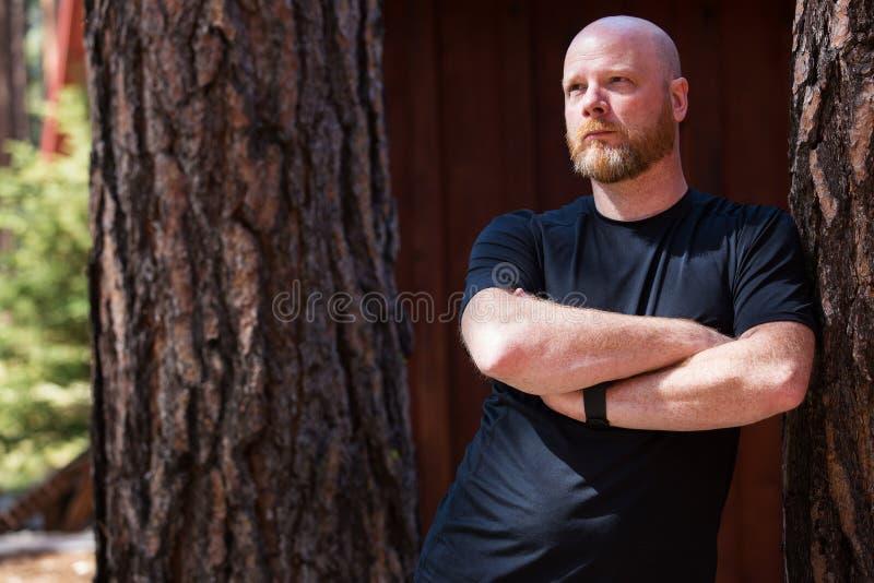 Homem calvo com uma barba fotografia de stock royalty free