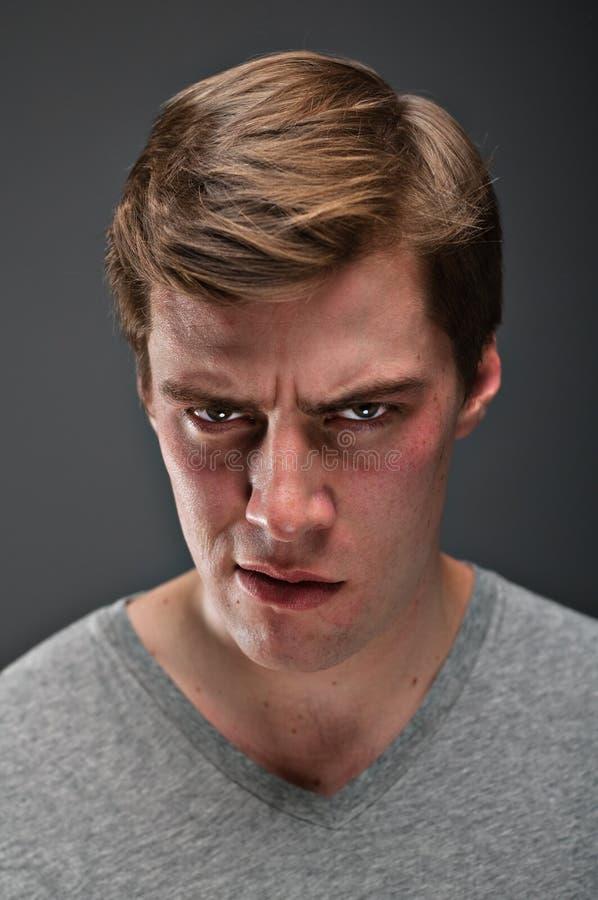 Homem caucasiano com um portrtait psicopático do olhar fixo fotografia de stock royalty free