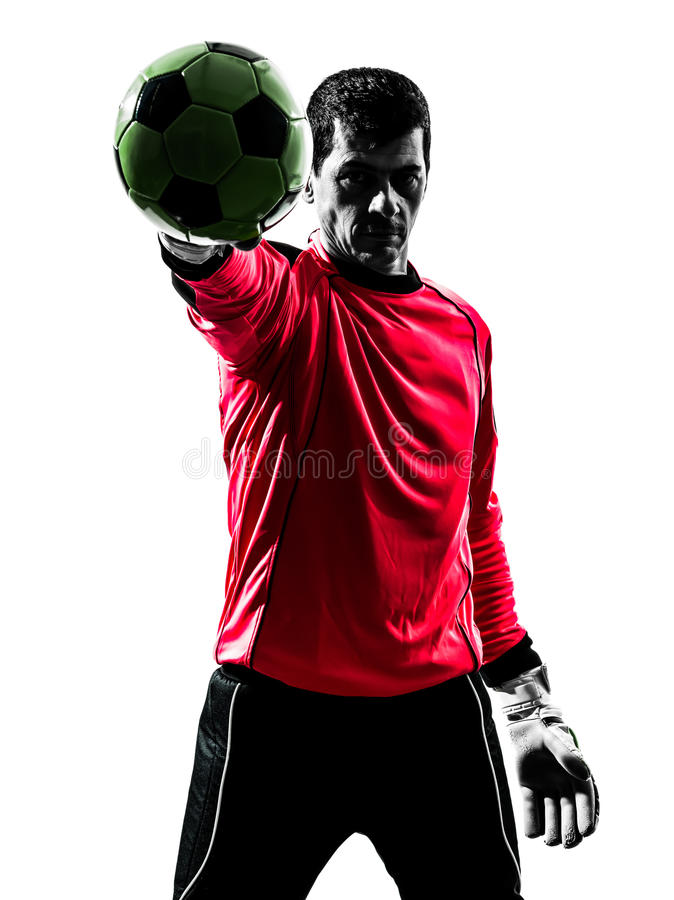 Homem caucasiano do goleiros do jogador de futebol que para a mão s da bola uma fotografia de stock royalty free